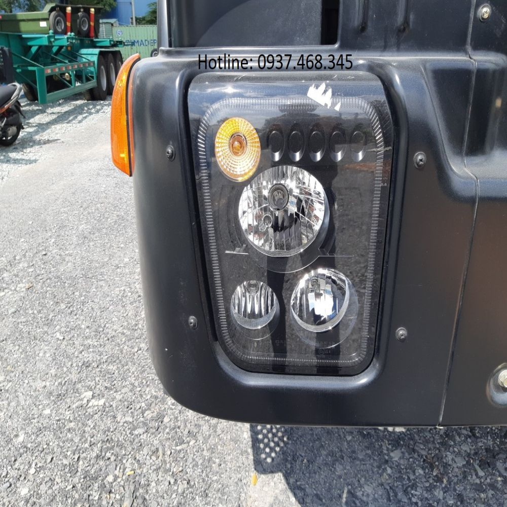Đèn pha xe trộn bê tông Hongyan